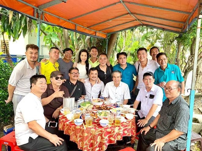 Kim Chi, Phước Sang và nhiều nghệ sĩ tới viếng mộ Lê Công Tuấn Anh-3