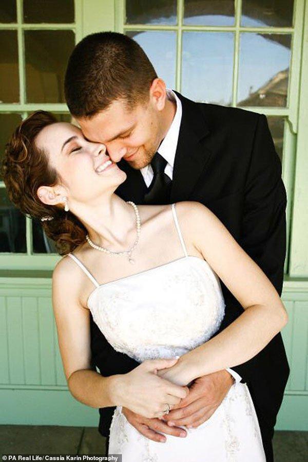 Cặp vợ chồng kết hôn 6 năm vẫn không thể quan hệ vì quá chật-1