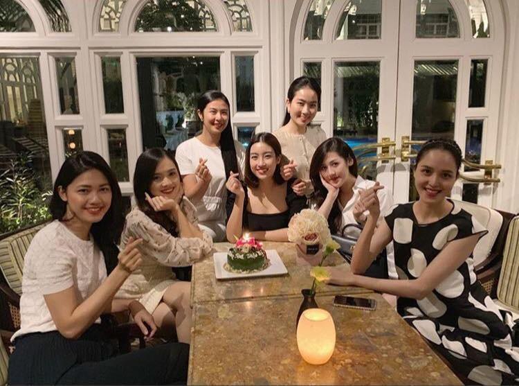 Đâu chỉ có Mai Phương Thúy tặng quà sinh nhật tiền tỷ cho Đỗ Mỹ Linh, nhiều sao Việt chịu chơi không kém khi khoe hàng tặng giá khủng-2