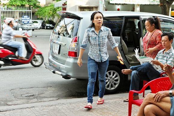 Diện dép tông Lào rẻ tiền nhưng Thanh Hằng - Hoài Linh - Ngọc Trinh vẫn cứ là ngời ngời khí chất-13