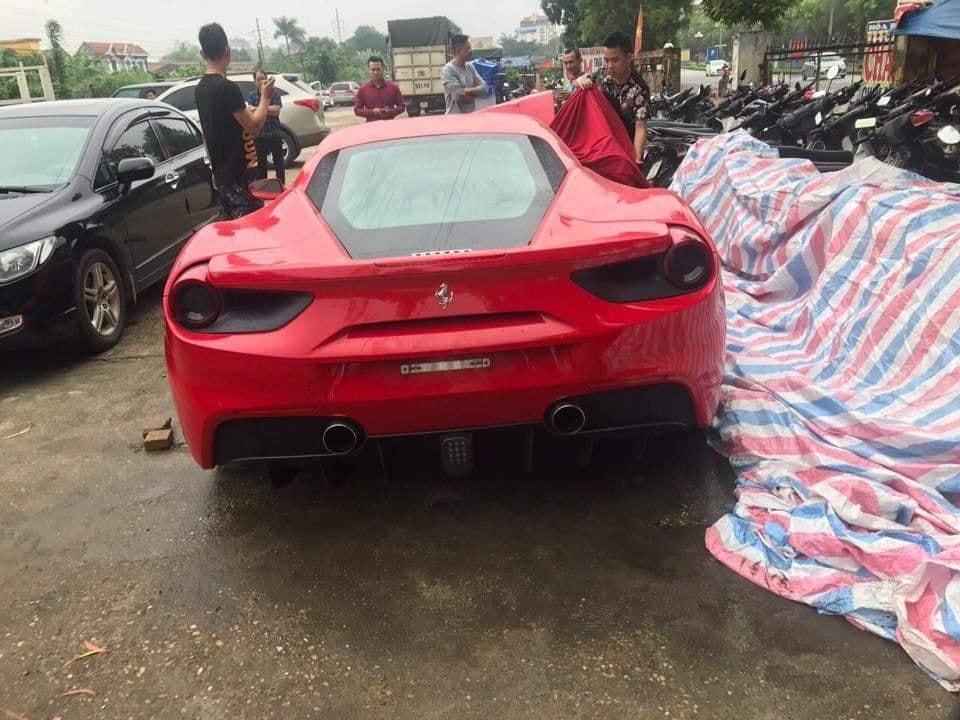 Ngựa chiến Ferrari 16 tỷ đồng của Tuấn Hưng bị nghi tai nạn thảm khốc trên quốc lộ Việt Trì - Phú Thọ-2