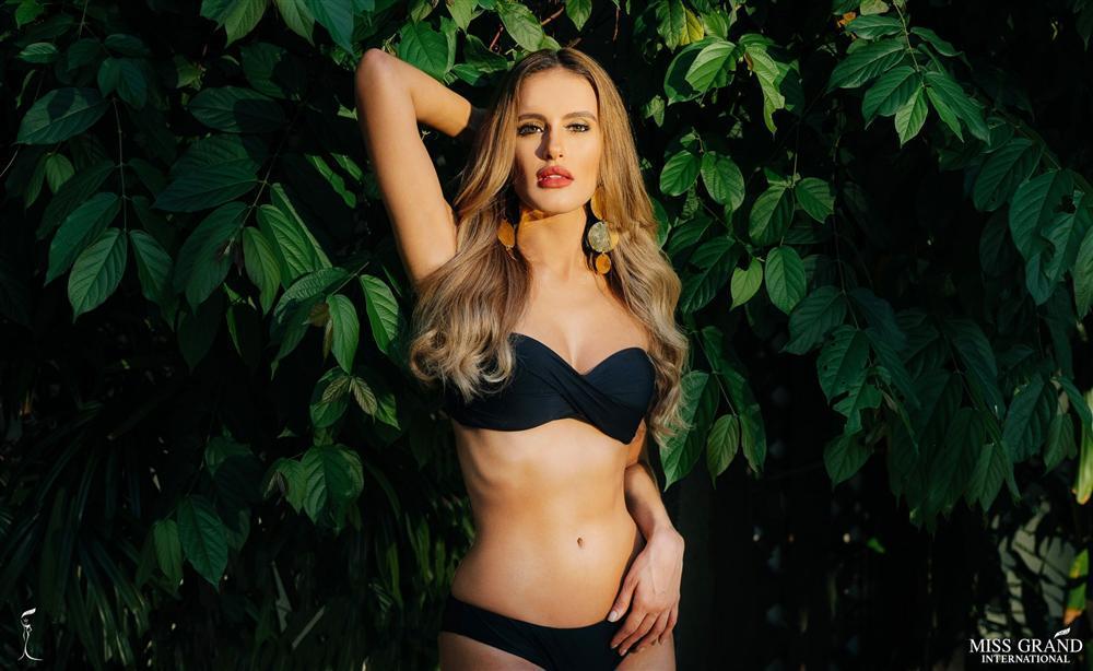 Diện bikini đỏ rực, Bùi Phương Nga đọ đường cong với 8 mỹ nhân may mắn nhất Miss Grand 2018-8