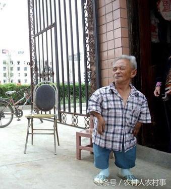 Nối gót cô dâu 61 tuổi tìm được chồng trẻ, cụ ông 85 tuổi với chiều cao 98cm đăng tin tuyển vợ gây xôn xao-2