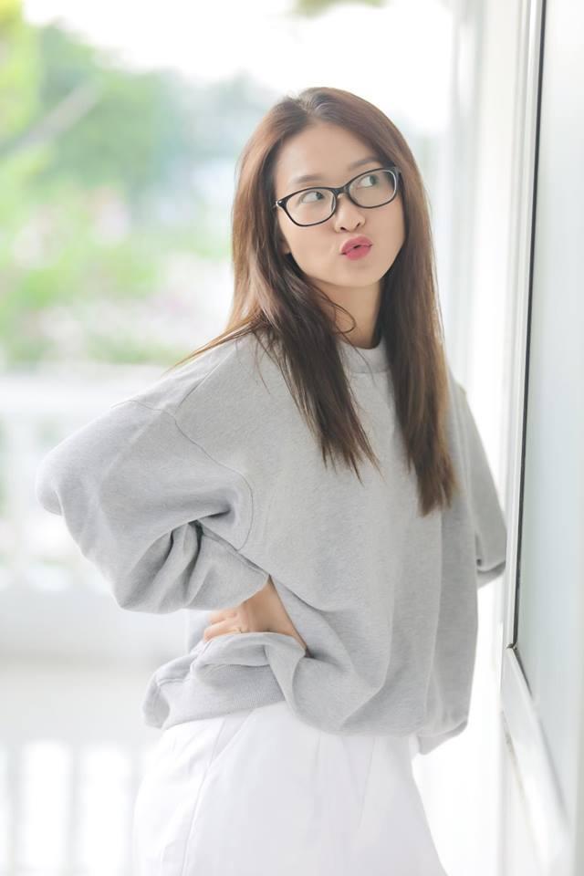 Khoe tài lẻ đàn hát nhưng hotgirl Trâm Anh lại khiến fan chú ý đến đôi gò bồng đảo ngày càng nảy nở thôi-5
