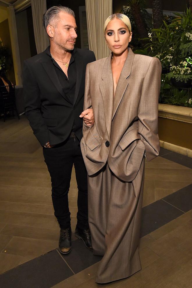 Lady Gaga lần đầu tiết lộ đã đính hôn với bạn trai hơn 17 tuổi-1