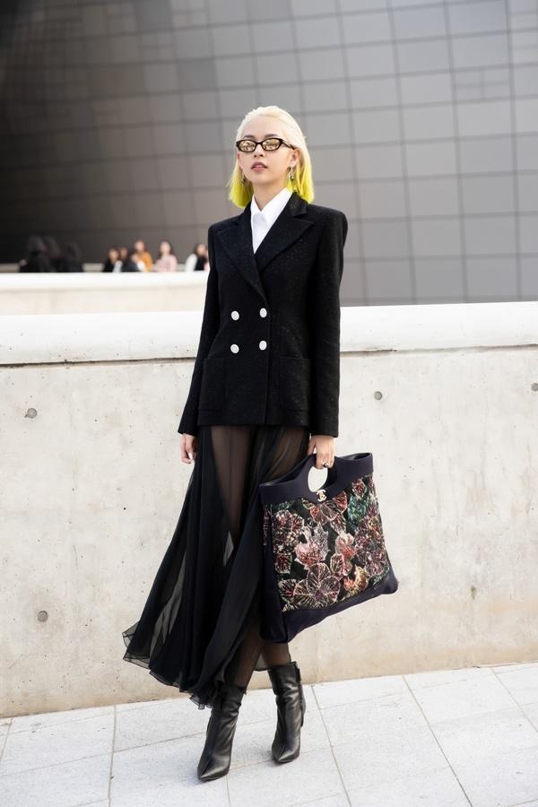 Phí Phương Anh diện nguyên hàng hiệu tiền tỷ và mái tóc vàng chanh tấn công Seoul Fashion Week-2