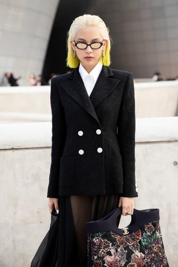 Phí Phương Anh diện nguyên hàng hiệu tiền tỷ và mái tóc vàng chanh tấn công Seoul Fashion Week-3