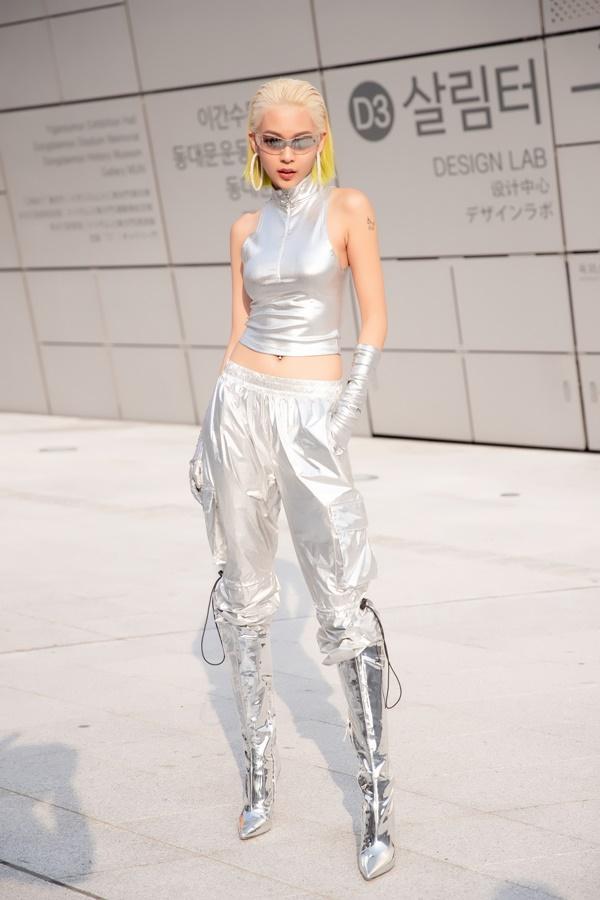 Phí Phương Anh diện nguyên hàng hiệu tiền tỷ và mái tóc vàng chanh tấn công Seoul Fashion Week-7