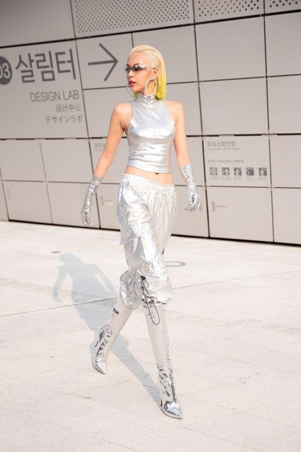 Phí Phương Anh diện nguyên hàng hiệu tiền tỷ và mái tóc vàng chanh tấn công Seoul Fashion Week-8