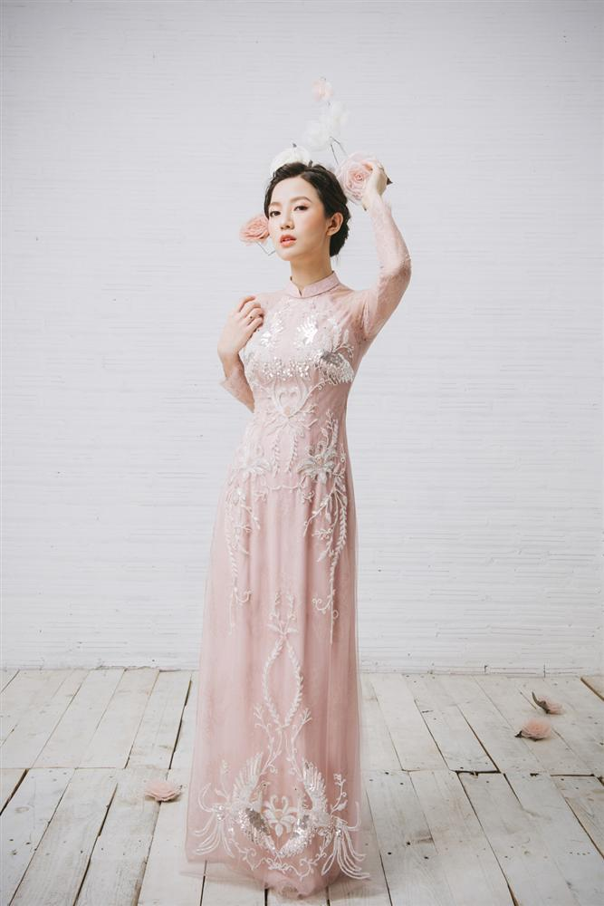 Tròn 4 tháng ở cữ nuôi con, hotgirl Tú Linh tái xuất rạng rỡ như em chưa 18 trong bộ ảnh áo dài thướt tha-4