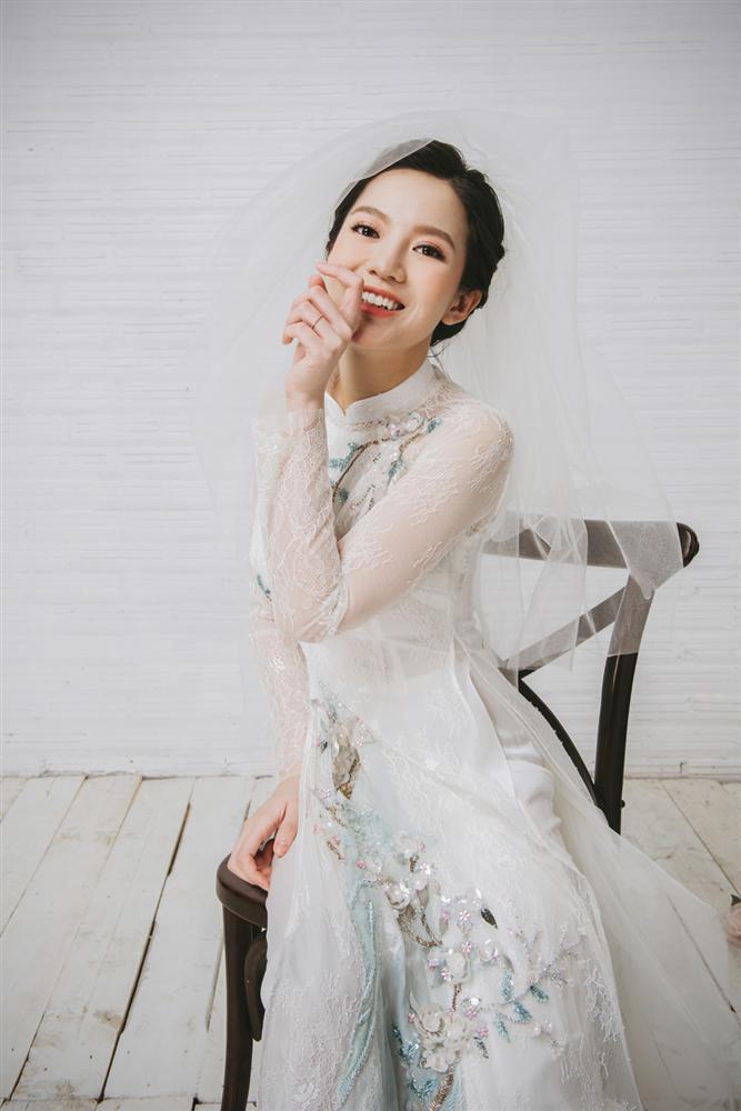 Tròn 4 tháng ở cữ nuôi con, hotgirl Tú Linh tái xuất rạng rỡ như em chưa 18 trong bộ ảnh áo dài thướt tha-8