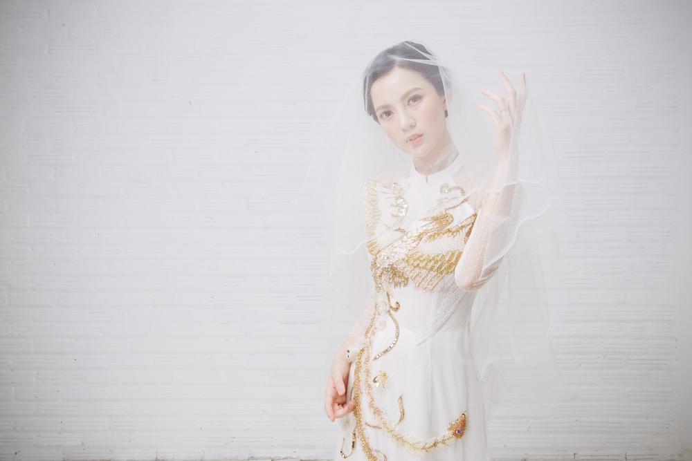 Tròn 4 tháng ở cữ nuôi con, hotgirl Tú Linh tái xuất rạng rỡ như em chưa 18 trong bộ ảnh áo dài thướt tha-10