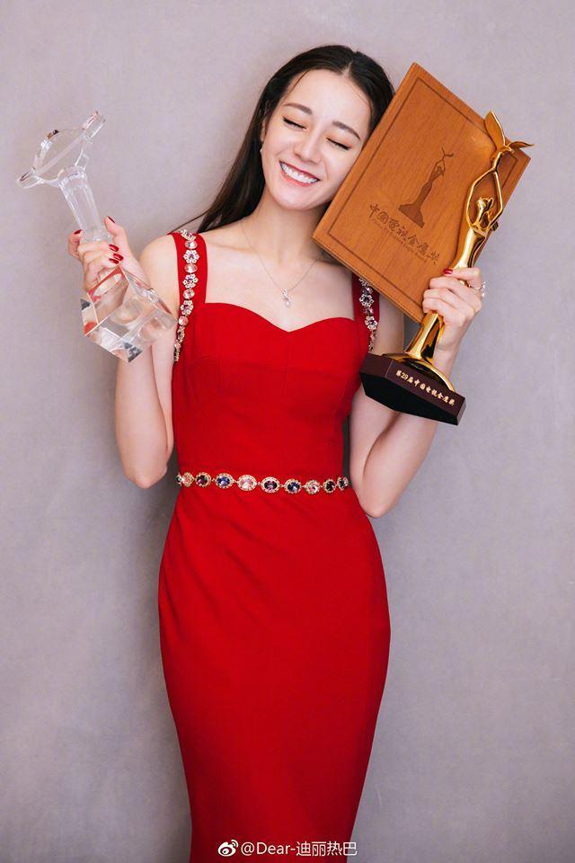 BẤT NGỜ: Điều tra nghi án Địch Lệ Nhiệt Ba mua giải Thị hậu Kim Ưng đình đám xứ Trung-2