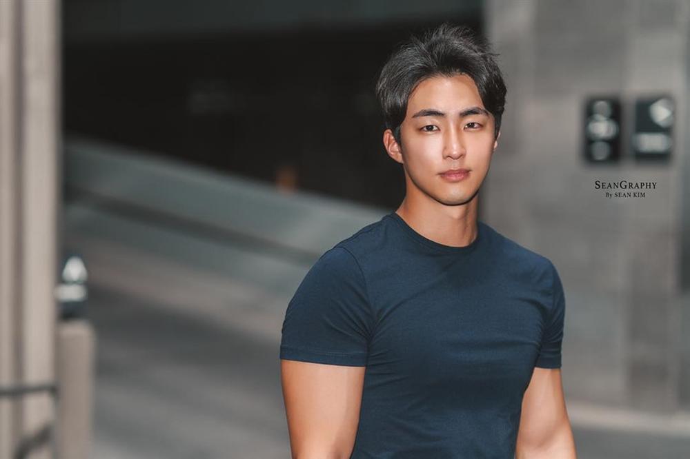 Nam cảnh sát Hàn Quốc điển trai, có thân hình chuẩn 6 múi-1