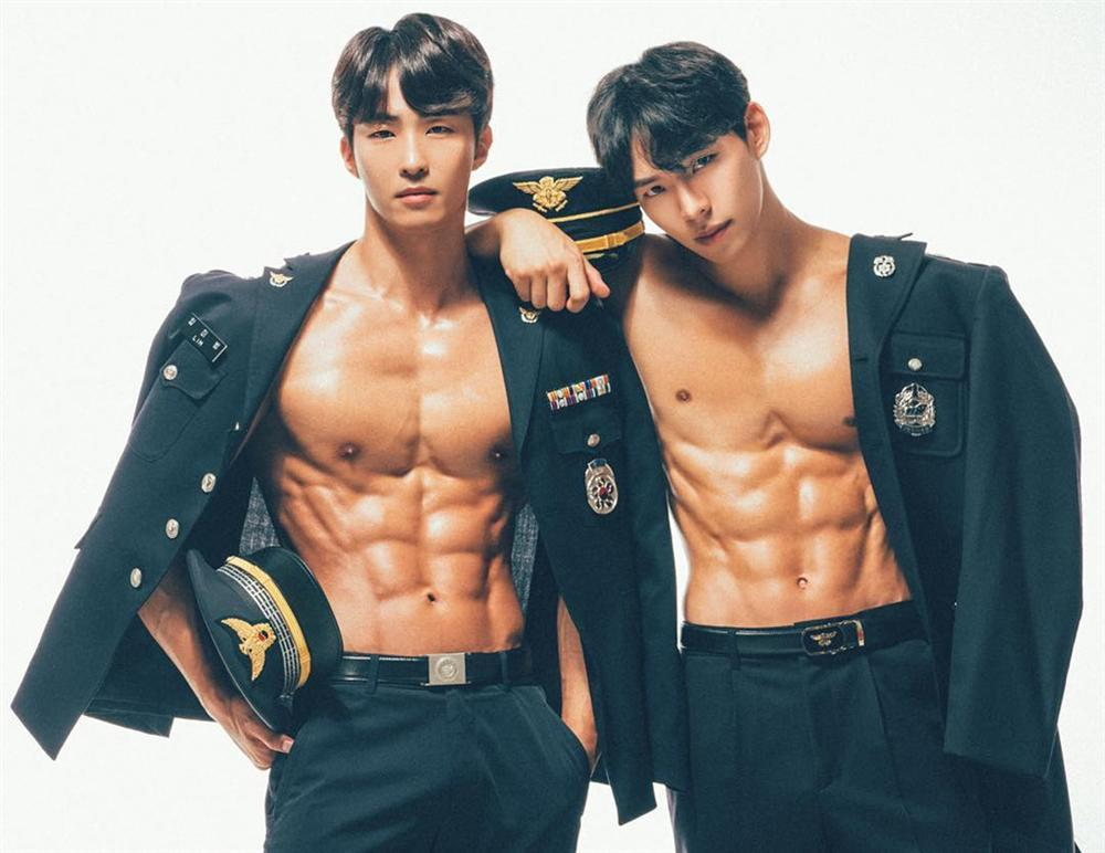 Nam cảnh sát Hàn Quốc điển trai, có thân hình chuẩn 6 múi-6