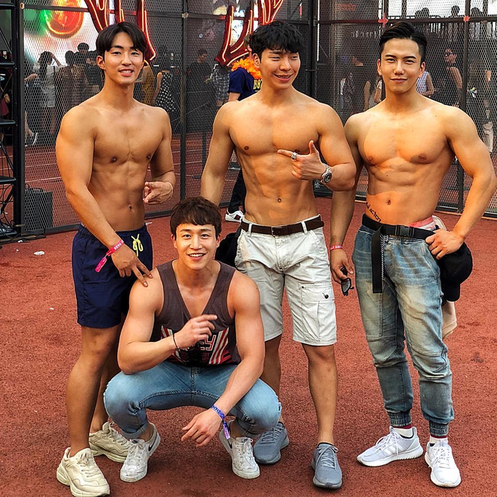 Nam cảnh sát Hàn Quốc điển trai, có thân hình chuẩn 6 múi-7