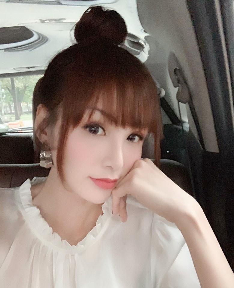 Gặp thợ make-up có tâm, Hoa hậu Diễm Hương khoe gương mặt chẳng khác nào bé gái sinh năm 2000-2