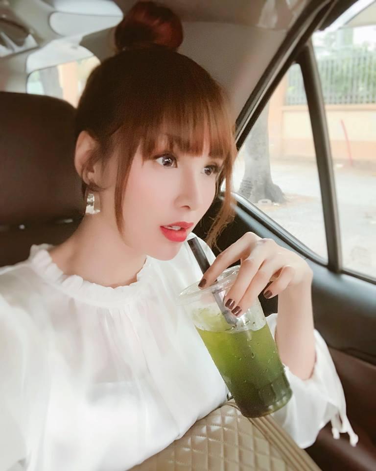 Gặp thợ make-up có tâm, Hoa hậu Diễm Hương khoe gương mặt chẳng khác nào bé gái sinh năm 2000-3
