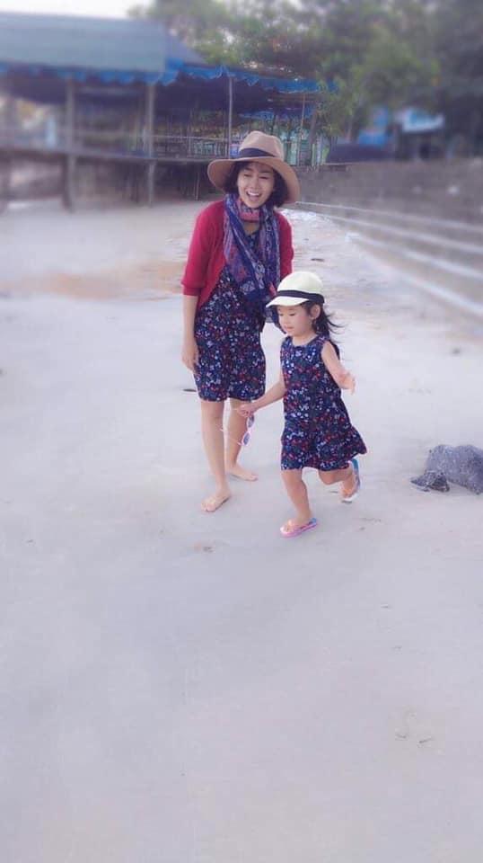 Vượt qua bệnh tật, Mai Phương lạc quan vỗ về con gái: Mẹ sẽ cố khỏe để nắm tay con đi nhiều hơn-4