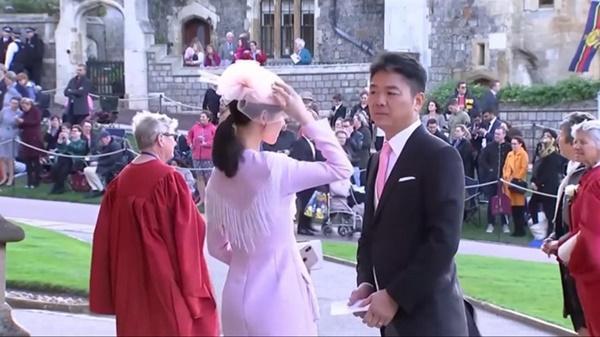 Em gái trà sữa và chồng tỷ phú bị chỉ trích khi dự hôn lễ hoàng gia-2