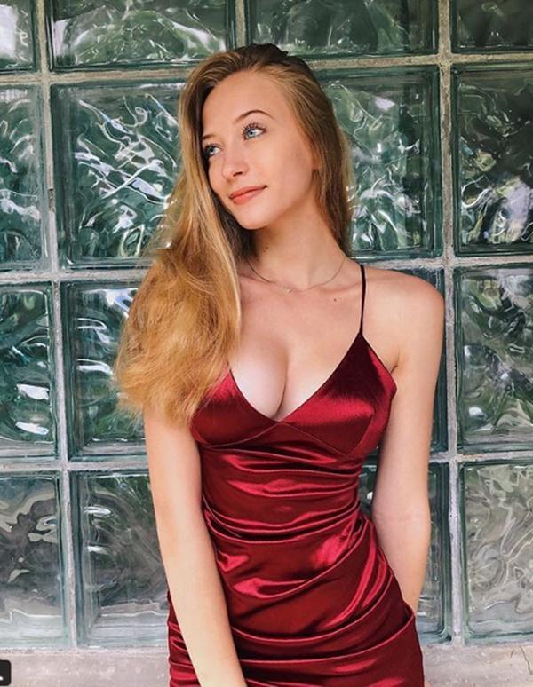 Cô gái Nga nổi tiếng vì mới 17 tuổi đã có thân hình sexy ngạt thở-11