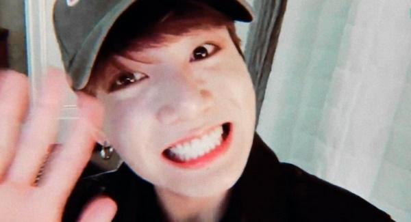 Jungkook (BTS) thú nhận cảm thấy xấu hổ vì không thể nhảy, hứa hẹn sẽ dội bom fan bằng sản phẩm solo trong thời gian tới!-2