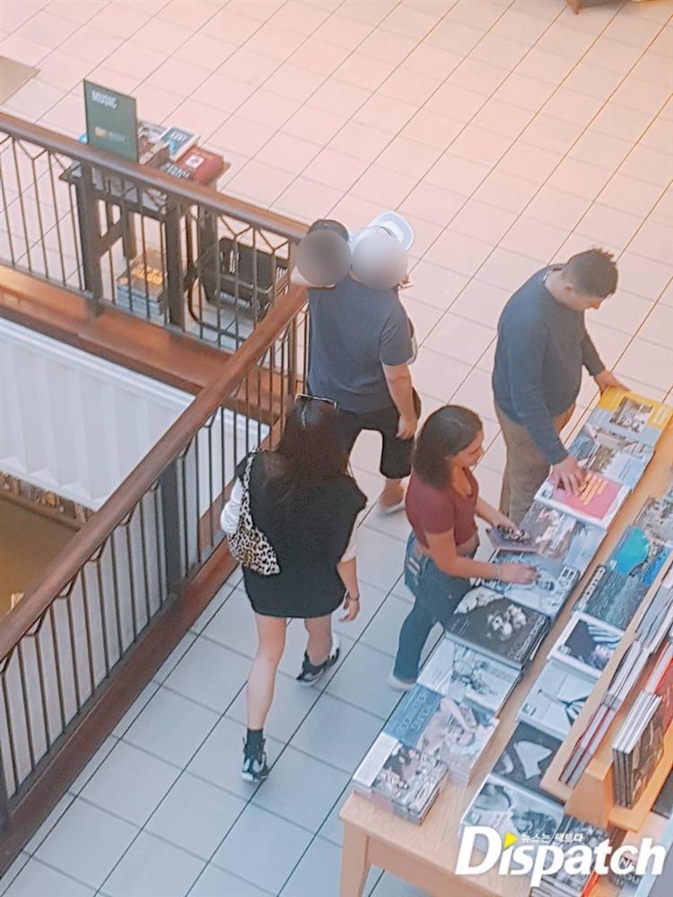 Dispatch hé lộ ảnh chụp lén hiếm hoi về mợ chảnh Jeon Ji Hyun và con trai-2