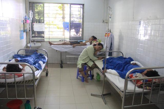 Vụ nổ tàu cá ở Lý Sơn: 8 nạn nhân qua cơn nguy kịch, một người phải cưa chân-2