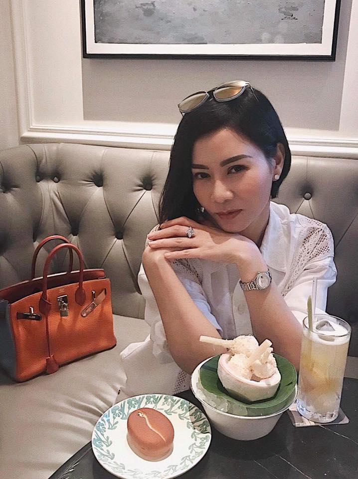 Nửa đêm, Thu Minh khoe túi limited giá nửa tỷ chồng tặng ủng hộ vợ gây dựng trại cá sấu-1