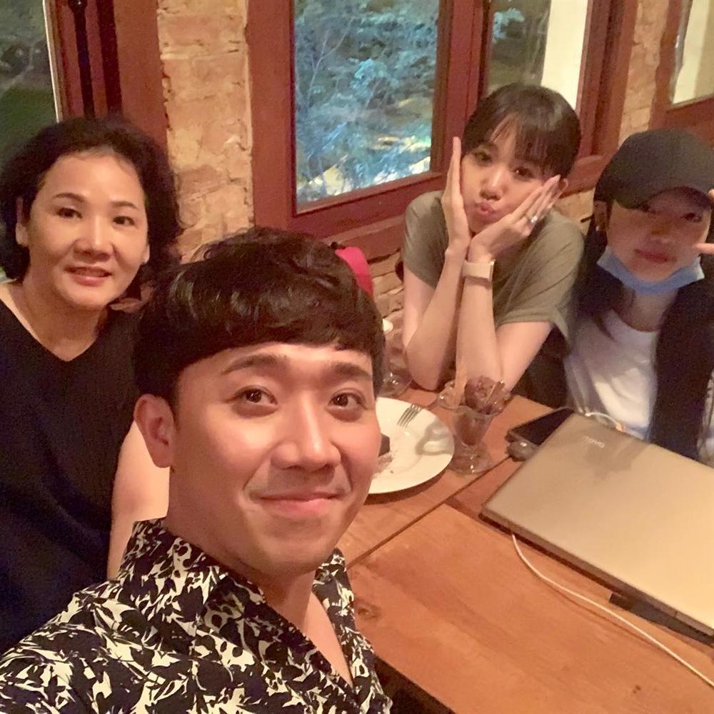 Trấn Thành hẹn hò ăn uống cùng gia đình bà xã Hari Won-1