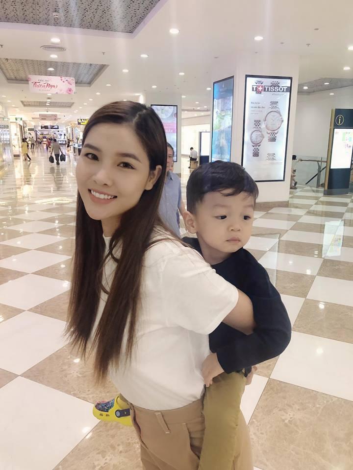 Trấn Thành hẹn hò ăn uống cùng gia đình bà xã Hari Won-10