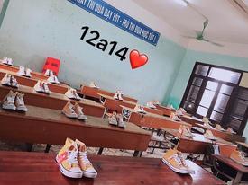 20/10 lớp người ta: bóng bay treo đầy lớp, hoa hồng phủ mặt bàn, thêm cả tiền lẫn giày hàng hiệu