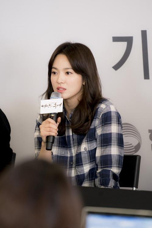 Giật mình vì bộ sưu tập túi tiền tỷ của Song Hye Kyo-1
