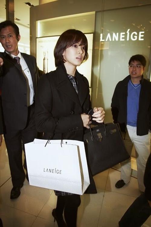 Giật mình vì bộ sưu tập túi tiền tỷ của Song Hye Kyo-9