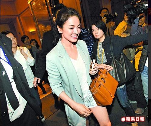 Giật mình vì bộ sưu tập túi tiền tỷ của Song Hye Kyo-10