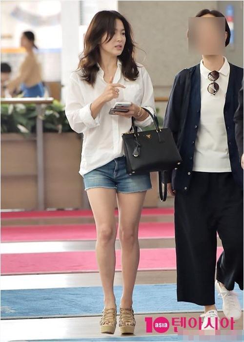 Giật mình vì bộ sưu tập túi tiền tỷ của Song Hye Kyo-12