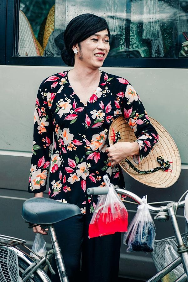 Hoài Linh cầm ghế nhựa dọa đánh Ngân Quỳnh vì giành khách-4