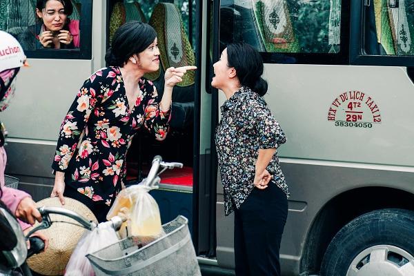 Hoài Linh cầm ghế nhựa dọa đánh Ngân Quỳnh vì giành khách-5