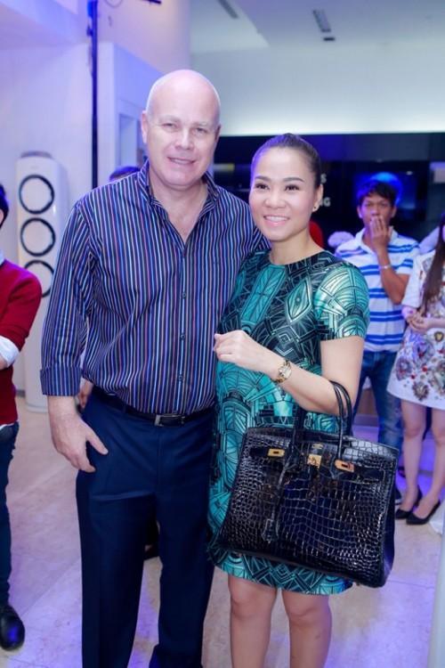 Khoe quà tặng nửa tỷ, Thu Minh bị bóc phốt kêu gọi bảo vệ động vật nhưng vô tư dùng túi da cá sấu và mật gấu tươi-7