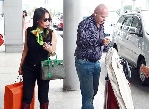 Khoe quà tặng nửa tỷ, Thu Minh bị bóc phốt kêu gọi bảo vệ động vật nhưng vô tư dùng túi da cá sấu và mật gấu tươi-9