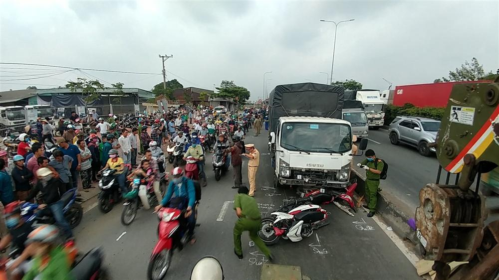 TP.HCM: Xe tải lao dốc đâm liên hoàn, 2 người chết tại chỗ-1
