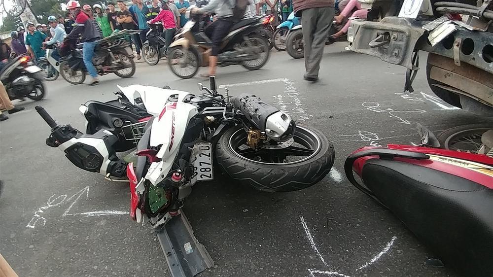 TP.HCM: Xe tải lao dốc đâm liên hoàn, 2 người chết tại chỗ-2