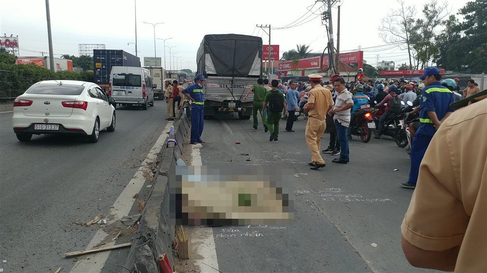 TP.HCM: Xe tải lao dốc đâm liên hoàn, 2 người chết tại chỗ-3