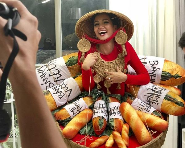 Lộ diện 6 quốc phục của HHen Niê: Sản phẩm nào sẽ được lựa chọn chinh chiến Miss Universe 2018?-3