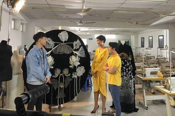 Lộ diện 6 quốc phục của HHen Niê: Sản phẩm nào sẽ được lựa chọn chinh chiến Miss Universe 2018?-11