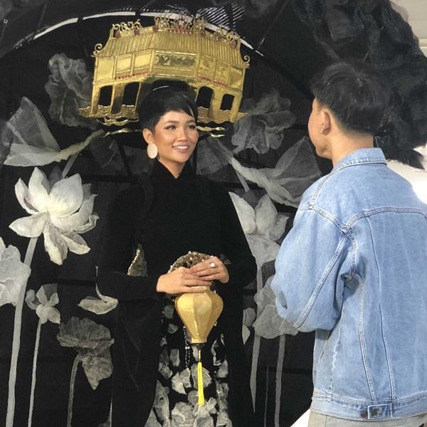 Lộ diện 6 quốc phục của HHen Niê: Sản phẩm nào sẽ được lựa chọn chinh chiến Miss Universe 2018?-12