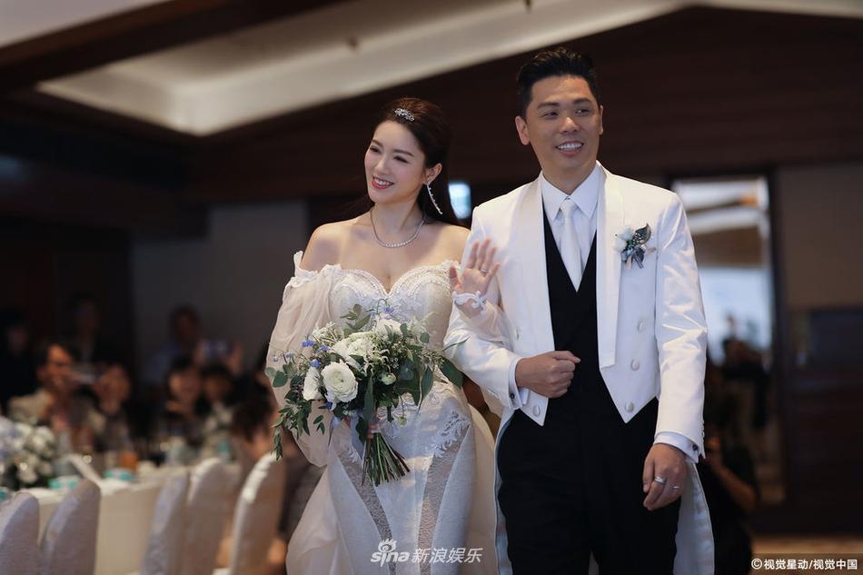 Hôn lễ ngọt ngào giữa Hoa hậu Trung Quốc và đại gia xấu xí bị ví như Người đẹp - quái vật đời thực-4