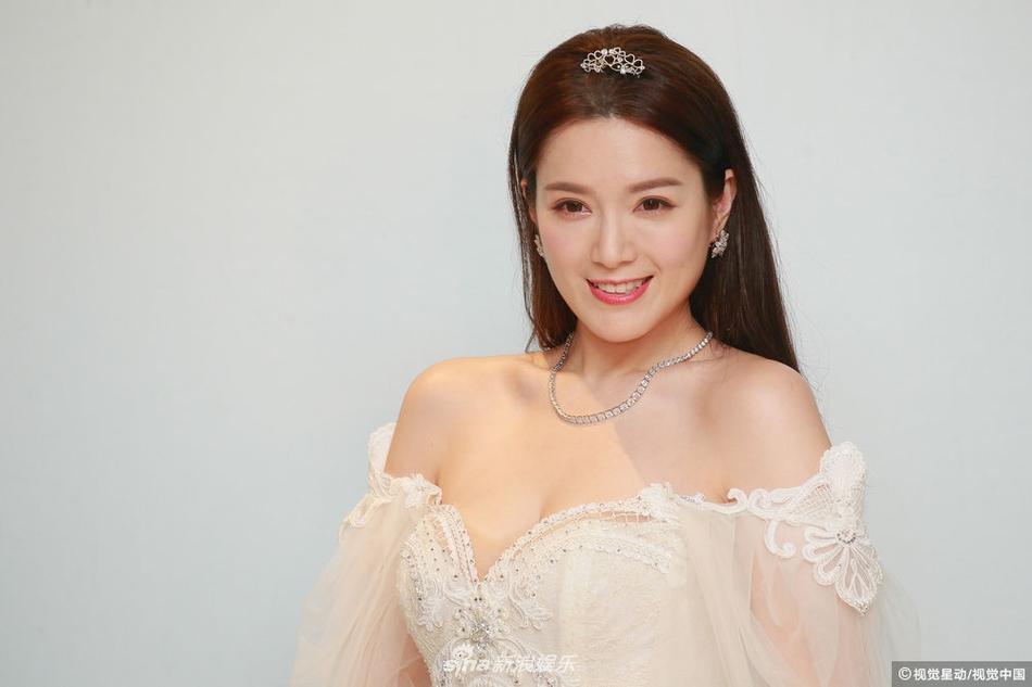 Hôn lễ ngọt ngào giữa Hoa hậu Trung Quốc và đại gia xấu xí bị ví như Người đẹp - quái vật đời thực-7