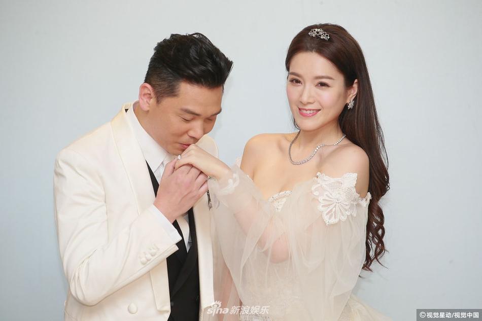 Hôn lễ ngọt ngào giữa Hoa hậu Trung Quốc và đại gia xấu xí bị ví như Người đẹp - quái vật đời thực-14