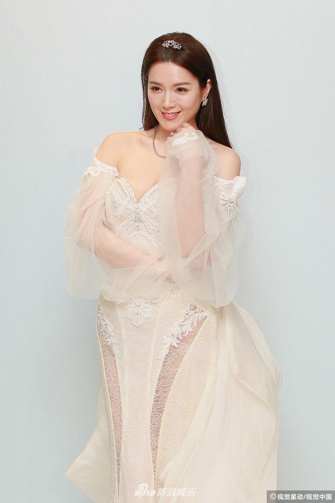 Hôn lễ ngọt ngào giữa Hoa hậu Trung Quốc và đại gia xấu xí bị ví như Người đẹp - quái vật đời thực-8